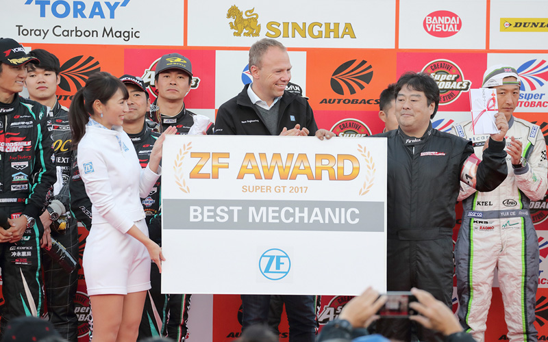 "2017年""ZF Award of the Year""はNo.4 GOODSMILE RACING & TeamUKYOが受賞。第8戦の""ZF Award""はNo.21 Audi Team Hitotsuyamaにの画像"