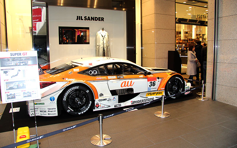 伊勢丹新宿店でSUPER GT展開催! ドライバーや監督によるトークショーも。22日までの画像