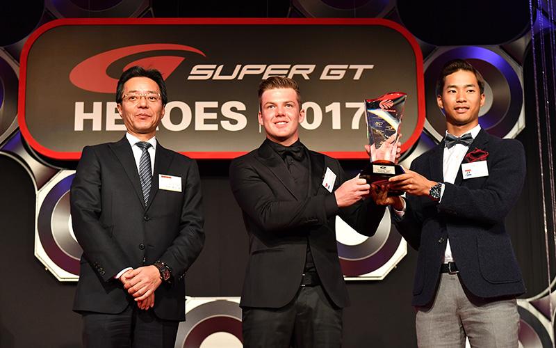 """チャンピオンをはじめ関係者が集い今季表彰式""""SUPER GT HEROES 2017""""が盛大に開催の画像"""